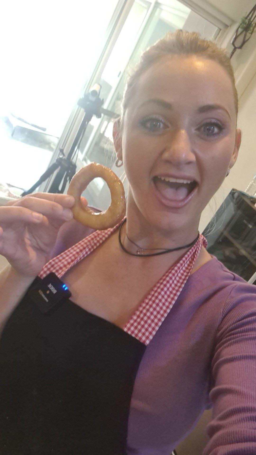 rt-splucy-like-my-onion-rings-i-mean-donutskitchenfail-makingdonuts-ortryingto-https-t-co-rrl73zl4as
